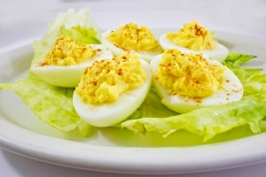 plate-filled-with-boiled-eggs_MyQq-PF_