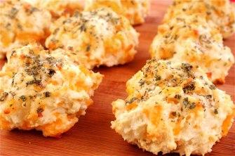 cheddar-garlic-biscuits2