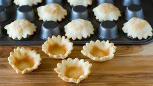 pie crust flowers